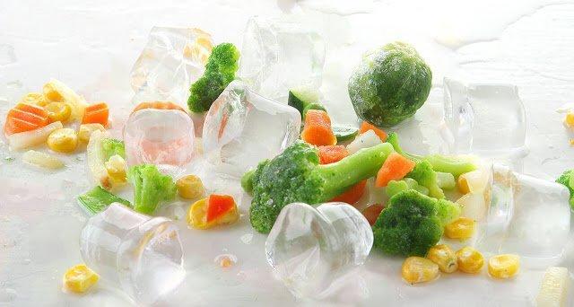 Для чего можно использовать формы для льда из вашей морозилки? http://prazdnichnymir.ru/, формы для льда, как использовать формы для льда, формочки для люда, ледяные кубики, какие продукты можно заморозить в формочках, ячейки для люда, заморозка продуктов, какие продукты можно заморозить, контейнеры для льда, зачем нужны формы для льда, как сохранить продукты, советы по хранению продуктов, советы по заморозке, кубики с травами, ледяные кубики для красоты, полезное о формовках, замороженные продукты, замороженное масло, замороженный сок, замороженное вино, конфеты своими руками, желе в формах для льда, конфеты в формах для льда, приправы в формах для льда, ягоды в формах для льда, полезные свойства форм для льда,
