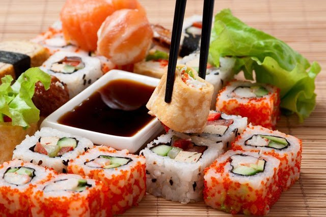 http://prazdnichnymir.ru/, рис, роллы, суши, кухня японская, закуски, приготовление роллов, блюда из морепродуктов, закуски из морепродуктов, блюда из риса, блюда из рыбы, кулинария, рецепты кулинарные, еда, про еду, про роллы, про суши, Техника приготовления суши и роллов, как сделать роллы своими руками