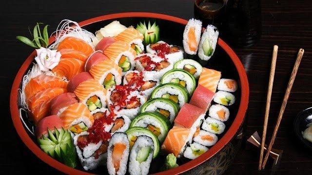 рис для суши рецепт приготовления, рис для суши какой нужен, виды риса для суши, рисовый уксус, рисовая заливка рецепт, http://prazdnichnymir.ru/, рис, роллы, суши, кухня японская, закуски, приготовление роллов, блюда из морепродуктов, закуски из морепродуктов, блюда из риса, блюда из рыбы, кулинария, рецепты кулинарные, еда, про еду, про роллы, про суши, Техника приготовления суши и роллов, как сделать роллы своими руками, суши в домашних условиях, суши пошаговый рецепт с фото, что нужно для роллов в домашних условиях, как приготовить роллы приготовление в домашних условиях, начинки для суши и роллы в домашних условиях, рецепт с фото начинка для суши, запеченные роллы в домашних условиях, запеченные роллов в домашних условиях рецепт с фото, как готовить ролы дома, суши в домашних условиях, чем заменить рисовый уксус для суши, начинка для роллов основные виды, роллы филадельфия рецепт с фото, как заворачивать ролл, лучшие рецепты домашних роллов, как сварить рис для суши, как сварить рис для роллов, как приготовить заливку для риса рецепт, как приготовить заливку для сущи рецепт, какие бывают начинки для роллов, как называются некоторые виды роллов, самые вкусные роллы рецепт, роллы своими руками, роллы для праздничного стола, японская кухня, японские блюда, японская традиция, лучшие японские рецепт, как сделать роллы рецепт,Япония, кухня японская, суши, роллы, блюда из рыбы, блюда из риса, блюда из морепродуктов, история еды, еда, кухня национальная, про суши, про Японию, про еду, про кухню, про рыбные блюда, кулинария, традиции, про рыбу, про рис, рис, рыба, морепродукты, вассаби, Праздничный мир, http://prazdnichnymir.ru/, О суши, роллах и японских традициях. Какие бывают суши?