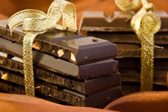 Дарим шоколадки! Советы, рекомендации, оригинальная упаковка своими руками, Шоколадные карандаши в пенале (МК), Кому какие шоколадки дарить ?, Есть виды шоколада, с которыми можно попасть впросак., Шоколадно-праздничное настроение, Шоколад необычной или провокационной формы, Шоколад с экзотическими или необычными добавками, Белый шоколад, как дарить шоколад, как упаковать шоколад, какие виды шоколада выбрать для подарка, как красиво упаковать шоколад, необычный шоколад, как сделать необычный подарок, шоколад в одежде, горький шоколад, шоколад на день учителя, шоколад на 1 сентабря, как дарить шоколад, самый лучший подарок, молочный шоколад, подарок на 9 марта, подарок на день влюбленных, подарок на праздник, сувенирный шоколад, маленький презент, подарок по случаю, любителям шоколада, какой шоколад лучше,