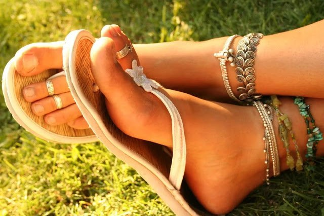 Кольцо на пальце ноги: как выбрать и как носить?