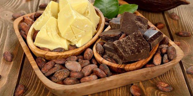 Какао-масло: польза, вред, рецепты и советы, Состав какао масла, Полезные свойства какао-масла, Как выбрать и хранить какао масло, Масло какао в косметологии, Какао-масло для губ, Маска для волос из репейного и какао масел, Маска для волос розмариновая, Маска для волос с витаминами, Маска для волос с маслом какао, Маска для лица с молоком,Маска для сухой кожи с какао-маслом и петрушкой, Маска для сухой кожи с маслом какао простая, Масло какао для волос, Маска от морщин из какао-масла с медом, Масло какао для тела, Какао-масло в рецептах народной медицины, Лечение кашля и ангины: напиток с какао-масло, Лечение кашля и бронхита: растирание с какао-маслом, Лечение кашля маслом-какао, Лечение кашля маслом какао и прополисом, Лечение кашля растиранием, Лечении ожогов, трещин, ссадин, опрелостей кожи: мазь из куркумы и масла какао, Лечение простуды и насморка маслом какао, Снятие стресса: чашка горячего шоколада, Кому может навредить какао-масло, что такое масло какао, как использовать масло кака0, рецепты с маслом какао, масло какао в кулинарии, масло какао в косметике,