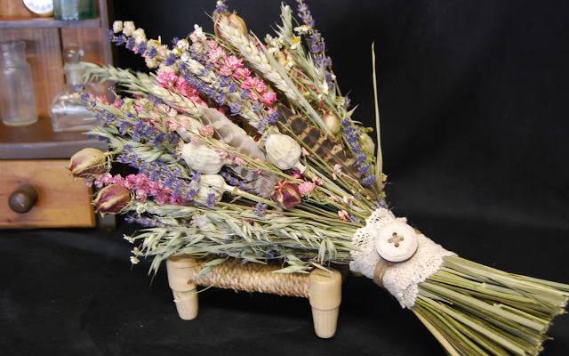 гербприй, как сушить растения для гербария, как сушить растения для поделок, как сушить растения для букетов, Быстро и не очень высушить листья для поделок и аппликацмй - советы и рекомендации, Как быстро и правильно высушить листья для поделок и аппликаций, Воздушная сушка растений без подвешивания, Воздушная цветов сушка в вазе с водой, Воздушная сушка цветов с подвешиванием, как высушить цветы для букетп, как правильно высушить здаки, как правильно высушить здаковые ратения, Общие правила сушки цветоа, Объемная сушка цветов в обертке, Гигроскопическая вата, Парафинирование живых цветов и листьев, Порошковая или объемная сушка растений, Для каких цветов нужна порошковая сушка, Сохранение растений в глицерине, Сушка растений, листьев и цветов в книгах, Сушка растений под прессом, Экспресс-сушка листьев утюгом, Экспрессс-сушка цветов в микроволновой печи, Общие правила сушки для лучшего сохранения формы и окраски лепестков,