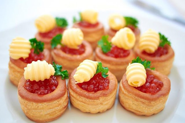 Волованы — пикантные закуски и десерты на любой вкус. Коллекция рецептов