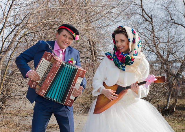 Мы на свадебке гуляли! — коллекция свадебных частушек