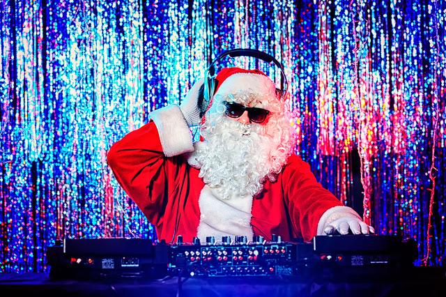 Веселые переделки песен для новогодних вечеринок (часть 2)