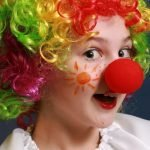 Развлекательные первоапрельские сценарии для малышей и школьников (с играми и конкурсами)